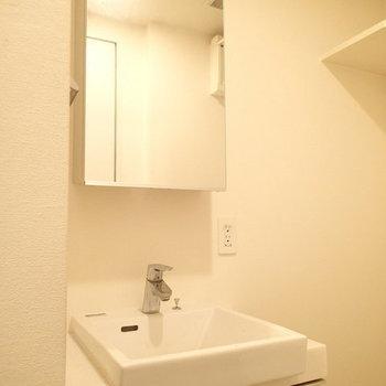 洗面台は・・・※写真は2階の同間取り別部屋