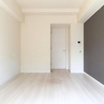 反対側から。※写真は2階の同間取り別部屋