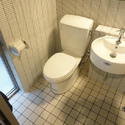 トイレはシンプル※写真は同間取り別部屋