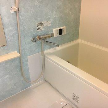 お風呂は空色。