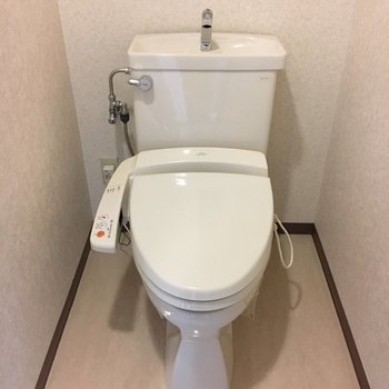 おトイレにはもちろんウォシレットつき。