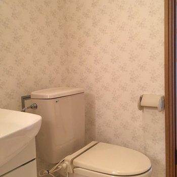おトイレ。便座あったかくなりそう。