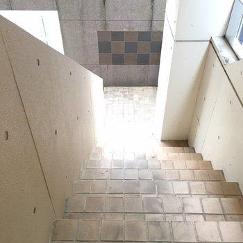 階段はヨーロッパ建築みたい。