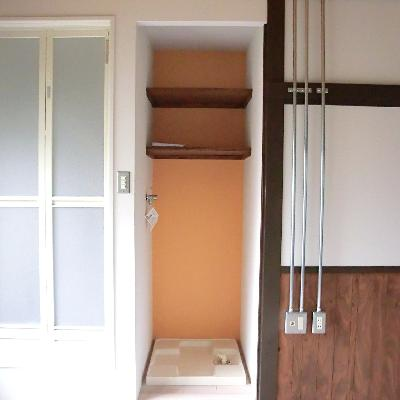 お部屋に、シャワー、洗濯機置き場があります。