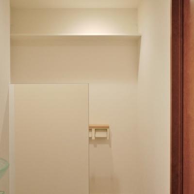 トイレの上には、物置。