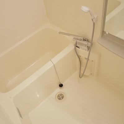 お風呂は普通サイズ。