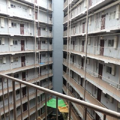 マンションの中心です、下は駐輪場になっています。