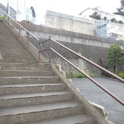 階段を登るとお家に到着です!