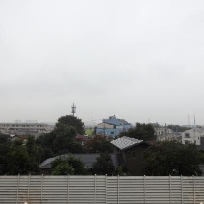 1階からの眺め、あいにくの雨でした…。
