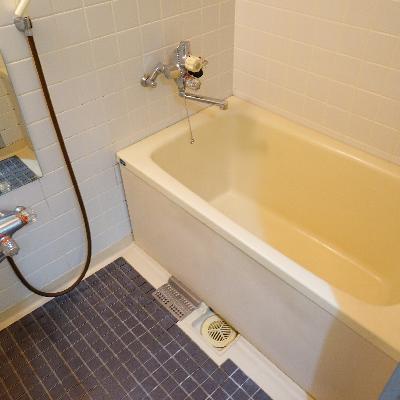 お風呂は案外普通です。