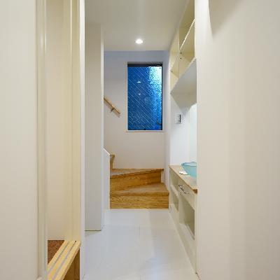 1階は真っ白清潔な空間♪