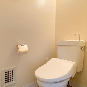 トイレもウォシュレット付きで安心!
