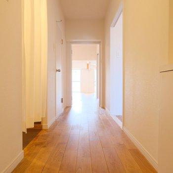 脱衣所やもうひとつの洋室は廊下側に。