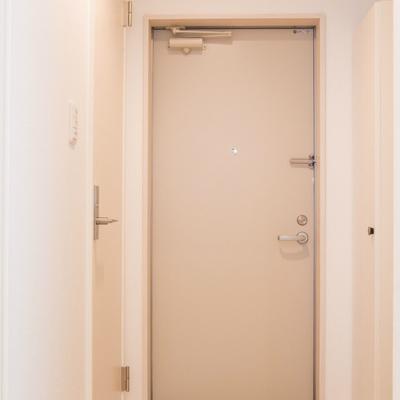 靴箱のある玄関 ※写真は別部屋