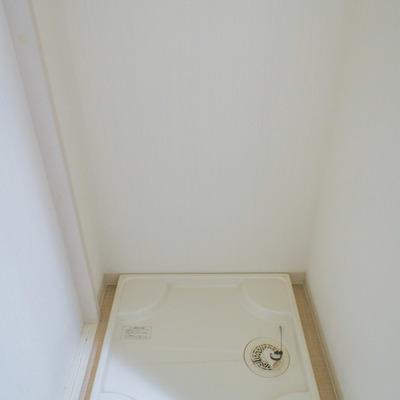 脱衣所に洗濯機置場があります。