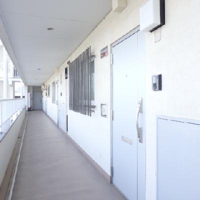 共有廊下も綺麗に管理されています。