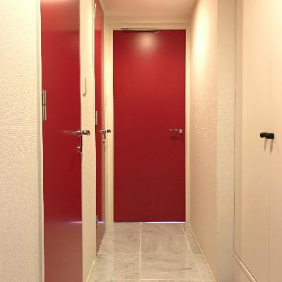 入ってすぐこの景色。玄関という玄関がないつくりです