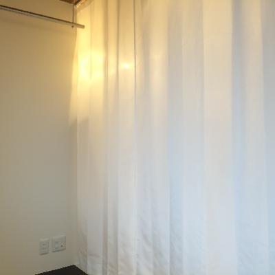 トイレはこちらのカーテンをお使いください