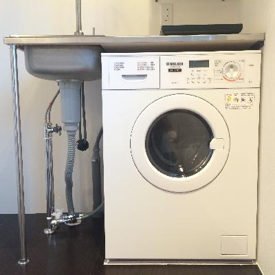 キッチン下には備え付きの洗濯機