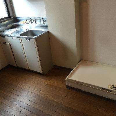 冷蔵庫を置くスペースもきちんとあります!※写真は工事前のお部屋です。