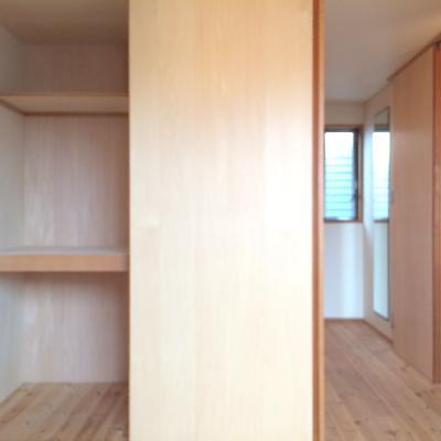 こちらは2階の5.2畳の洋室