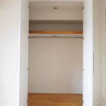 収納は寝室のこちらと※写真はクリーニング前です