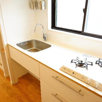 TOMOSキッチンはゆったり!窓が嬉しい♪※写真は別部屋、603号室には窓はありません