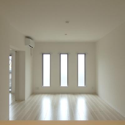 キッチンからの眺め、左側のお部屋を仕切る事ができます。