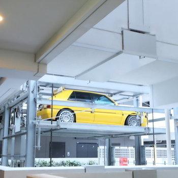 立体駐車場がみえます