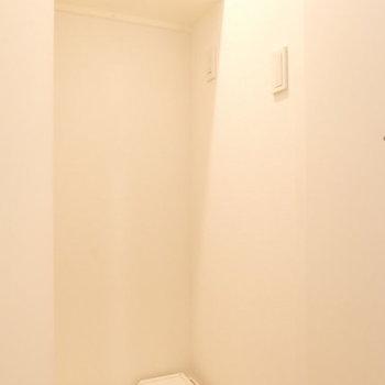 扉で隠せる洗濯機※写真は同じ間取別部屋です