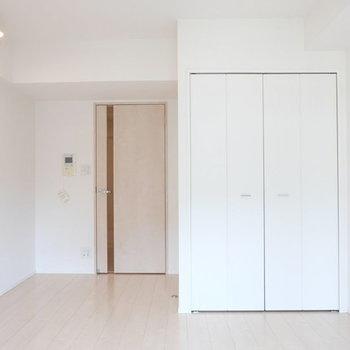 白くて明るい印象※写真は同じ間取り8帖の別部屋です。