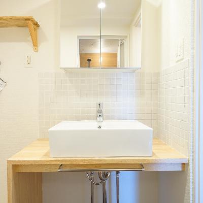 洗面台は造作で可愛らしく※画像はイメージです
