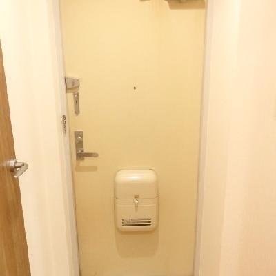 玄関は結構狭め。。