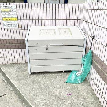 敷地内にゴミ置き場があり、お出かけ前にさっとゴミ出しできますね。