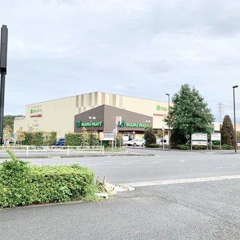 近くのスーパー。