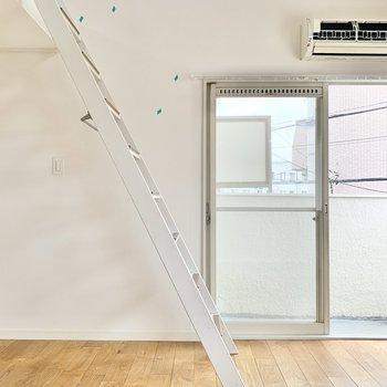 ナチュラルな空間なので、パステルカラーなど淡い色合いの家具が似合うかも。