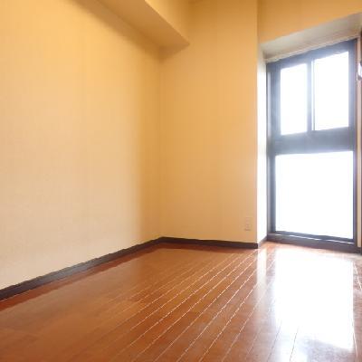 洋室、入るとこんな感じ。