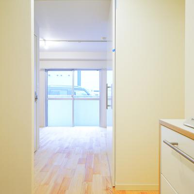 キッチンスペースも開放的。※写真は前回募集時のものです。