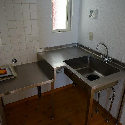 キッチンはL字なんです!コンロは持ち込みで!