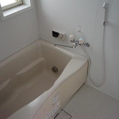 お風呂は追い焚きがついてます!