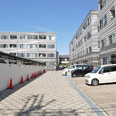 敷地が広い!奥の左の建物ですよ!