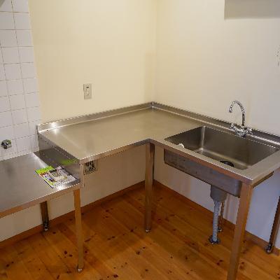 キッチンはL字なんです!コンロは持ち込みです!