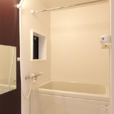 窓付きのお風呂。※窓換気となります