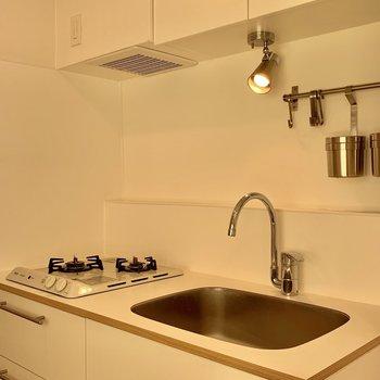 広さ十分なキッチン!収納力もあるんですよ