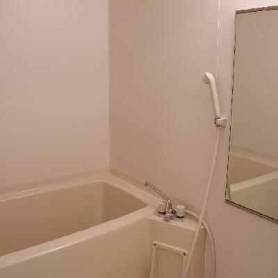 お風呂は程よい大きさです※写真は別部屋