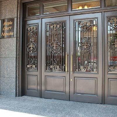 西洋風なフロントドア