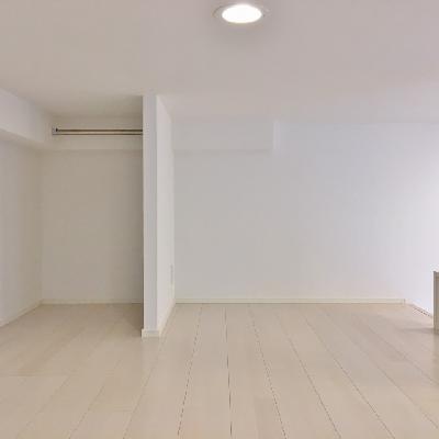 ロフトにも洋服をかけるスペースはあります。