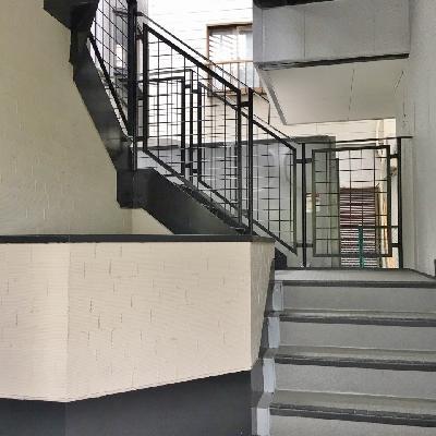 階段オンリー。2階なのですぐですよ。
