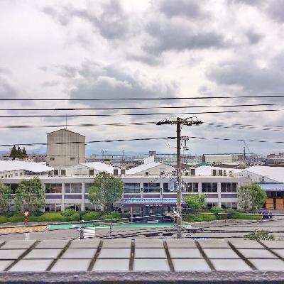 眺望は工場。空が抜けてるのは良いですね。