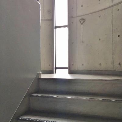 残念ながらエレベーターはありません!日々運動です。